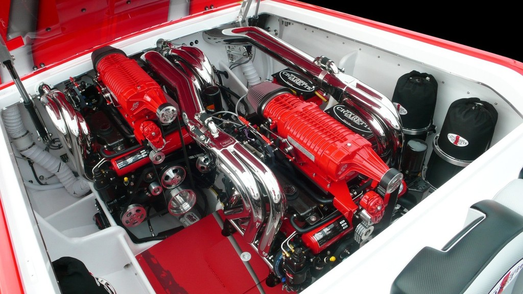 Beautifully Staggered Mercury Racing Engines In Cigarette