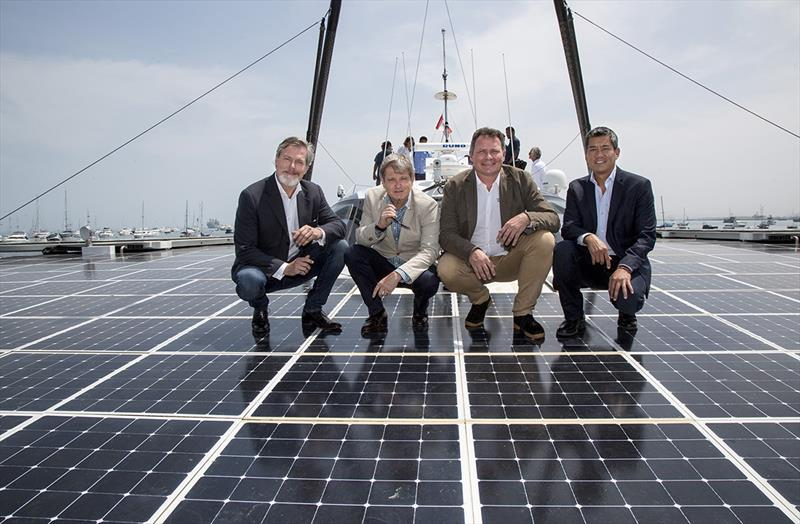 Gunter Pauli (The Blue Economy) , Markus-Alexander Antionetti (Swiss Amabssador), Marco Simeoni (Race for Water Président) et Juan Alberto Wu (L 1 Président ) - photo © Race For Water