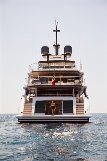 Benetti livre le premier diamant 145: 44 mètres de majesté