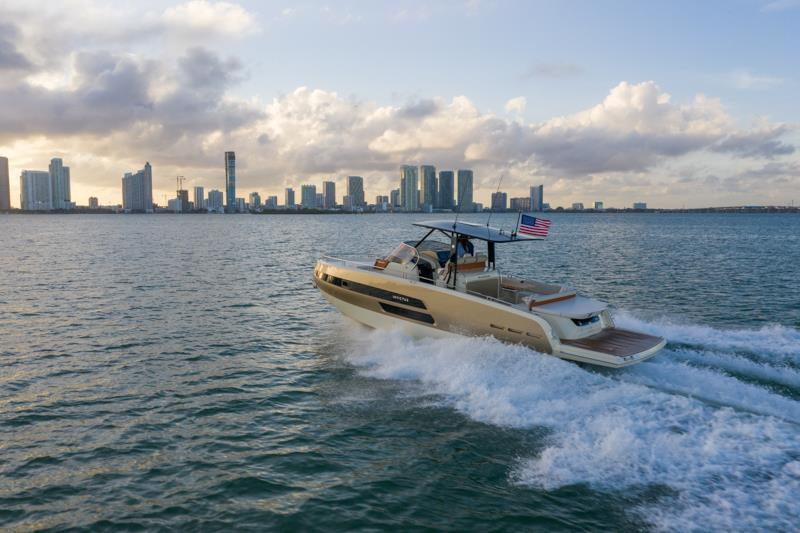 Invictus Yacht  GT 370 - photo © Sand People