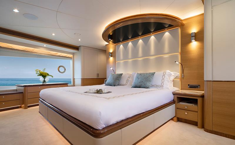 Tri-Deck Horizon FD92, Crowned Eagle Master Stateroom - photo © Chang Celeste