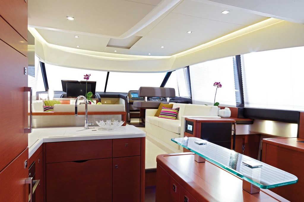 The immense living space spreading over one level © Prestige Motor Yachts